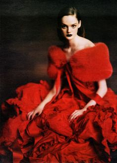 Ladies in WaitingW, October 2004Photographer: Paolo RoversiModel: Lisa CantValentino, Fall 2004 Couture