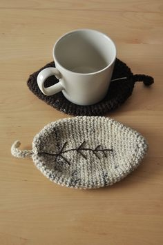 Cool idea for coasters. These look like knit but I'll figure out how to crochet a thick enough leaf eventually