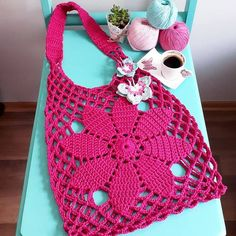 Tuto crochet- Sac facile tissé à crochet Crochet Hobo Bag, Crotchet Bags, Crochet Market Bag, Crochet Clutch, Crochet Pillow, Crochet Handbags, Crochet Purses, Knitted Bags, Filet Crochet