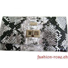 Damenledergeldbörse mit sehr schönem Muster in drei farben. Fashion-rose finden Sie dieses Portmonnaie Online. Als Geschenk  für die Frau Gucci, Shoulder Bag, Rose, Bags, Fashion, Beautiful Patterns, Gifts For Women, Monochrome, Handbags