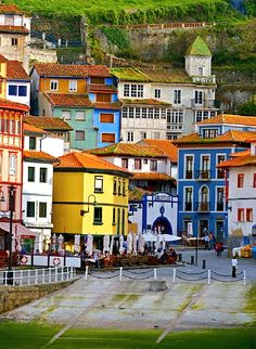 Cudilero , Asturias, Spain is a must see small fisherman's village. Oh The Places You'll Go, Places To Travel, Places To Visit, Wonderful Places, Beautiful Places, Asturias Spain, Madrid, Voyage Europe, Spain And Portugal