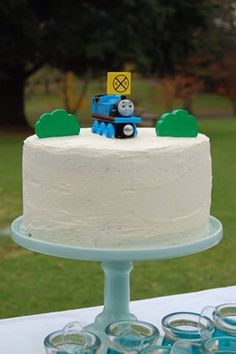 Simple Thomas the Tank Engine birthday cake. Easy Thomas the tank engine cake…