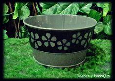 Materos Metal colores y flores Referencia: R3976 Colores: Fuccia, Amarillo, gris  LLamanos:Tel.(+574) 511 78 17 Cel.(+57) 3127994768 Cra 52 # 45-23 Carabobo Cra 54 # 49-19 Cucuta