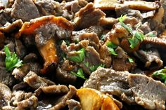 Our fave comfort food: egg noodles and sirloin steak bathed in a silky sour cream & mushroom sauce. (Plus 2 ingredients we bet you never thought of. Best Beef Stroganoff, Stroganoff Recipe, Creamed Mushrooms, Stuffed Mushrooms, Stuffed Peppers, Beef Recipes, Cooking Recipes, Yummy Recipes, Creamed Beef
