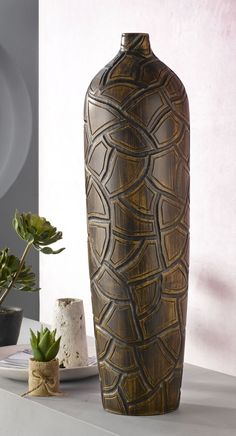 Die formschöne Vase von casaNOVA bietet einen echten Blickfang in jeder Einrichtung. Ob dekoriert mit einer Blume, oder als Duo mit einer weiter Vase- die braunfarbige Vase aus Polyresin erfüllt viele Wünsche. Vase, Inspiration, Design, Home Decor, Decorating Ideas, Creative, Flower, Home Decor Accessories, Homes