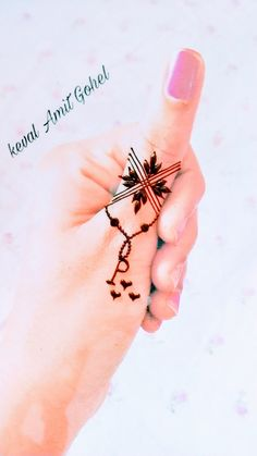 It is about new, trendy, creative mehndi designs and mehndi tattoo designs. New Henna Designs, Rose Mehndi Designs, Finger Henna Designs, Back Hand Mehndi Designs, Modern Mehndi Designs, Mehndi Designs For Girls, Mehndi Designs For Beginners, Mehndi Designs For Fingers, Arte Mehndi