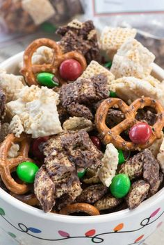 Elf Munch is the perfect Christmas snack mix! Chocolate coated Chex mixed with pretzels and candy are a great party treat for the kids especially with the FREE printable tags.