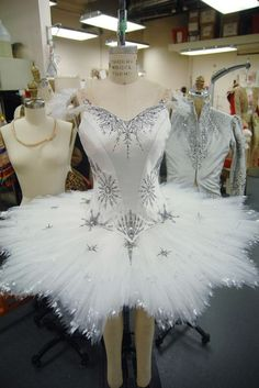 """Another beautiful costume. Costumes like it traditionally used in Balanchine's ballet """"The Nutcracker"""". This costume is for the Waltz of the Snowflake dance. Ballet Tutu, Ballet Dancers, Ballet Shoes, Ballerinas, Dance Costumes Ballet, Bolshoi Ballet, Pointe Shoes, Mode Outfits, Dance Outfits"""