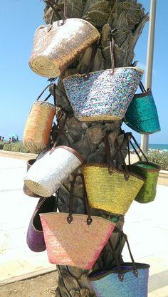 Panier de plage en paillettes au palm de corniche