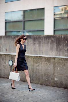 Absolutely Berta con bolso de piel GALES de Robert Pietri.  #robertpietri #handbags #bolsos #moda #madeinspain #hechoenespaña #tendencias #looks #outfit