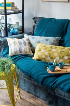 Des coussins décorés au tampon DIY - DIY cushion - Home decoration - Marie Claire Idées