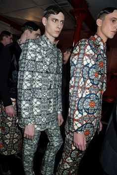 When did models start looking like aliens? This is the new standard of beauty? Fashion Fail, Mens Fashion, Crazy Fashion, Mens Tailored Suits, Ugly Outfits, Ugly Clothes, Fashion Prints, Fashion Design, Couture
