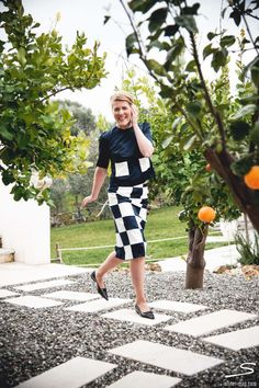Black and white checked skirt for our Italy issue inspired by Louis Vuitton Spring. Find the #tutorial in sisterMAG n°7, p. 59. #fashion # wardrobe # diy Photo: Cristopher Santos