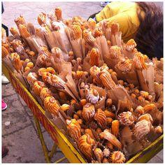 carrinho de churros nas ruas de Cusco, Peru Machu Picchu, Cusco, Churros, The Streets, Viajes, Gastronomia, World, Sweets, Restaurants