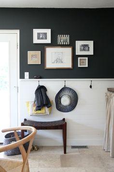 The Mudroom / Dining Room (House*Tweaking) House Tweaking, Small Entryways, Half Walls, Mudroom, Home Decor Inspiration, Foyer, Diy Home Decor, Interior Design, Decorative Hooks