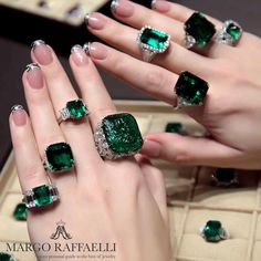 A Spectacular Selection of Emerald and Diamond Rings I Love Jewelry, Modern Jewelry, Boho Jewelry, Jewelry Gifts, Jewlery, Jewelry Chest, High Jewelry, Luxury Jewelry, Jewelry Trends