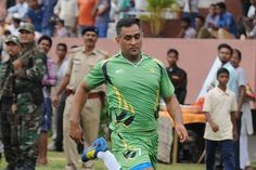 #Dhoni Plays 90 Minutes of #Football to Test #Fitness #cricketer #cricketupdates #Msdhoni