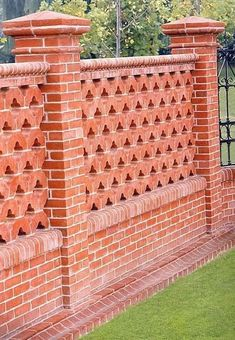 4 Simple Ideas: Horizontal Fence On A Slope privacy fence trellis.Brick Fence Screens fence landscaping on a hill. Brick Fence, Front Yard Fence, Farm Fence, Fenced In Yard, Fence Stain, Cedar Fence, Rustic Fence, Pallet Fence, Backyard Privacy