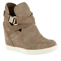 Aldo wedge sneaker - picture for you Aldo Shoes, Nike Shoes, Shoes Sneakers, Women's Shoes, Womens Wedge Sneakers, Sneaker Heels, Baskets, Over Boots, Shoes