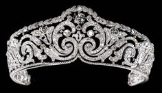 Vintage Jewelry: 1910 Foilates tiara by Cartier. Acquired by Queen Elisabeth of the Belgians in she willed it to her son, King Leopold III, who gave it to his second wife, Lilian. Cartier repurchased it in Royal Crowns, Royal Tiaras, Crown Royal, Tiaras And Crowns, Royal Jewelry, Fine Jewelry, Bling Bling, Antique Jewelry, Royals