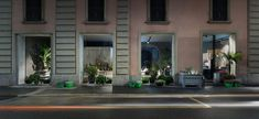 In the heart of Milan's Bocconi University district, opened the bistro POTAFIORI flowers. POTAFIORI is a vision of Rosalba Piccinni, singer and. Cafe Restaurant, Restaurant Design, Flower Shop Interiors, Flower Shop Design, Floral Design, The Bistro, Retail Design, Facade, Mansions