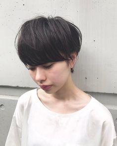 . . . 下に向くこと多いかな? . . . #shooting #me #phot #camera #hair #hairstyle#make #model #tokyo #instagood #instalike #fashion #gm #ヘアー #メイク #촬영 #모델 #일본 #셀카 #메이크업 #헤어 #데일리룩 #撮影 #被写体 #gm #ショートヘアー