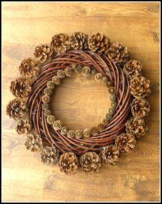 Ziabaa scrap coraz bliŻej ŚwiĘta by kasia pietrzak Pine Cone Art, Pine Cone Crafts, Wreath Crafts, Diy Wreath, Grapevine Wreath, Holiday Crafts, Decorations Christmas, Pine Cone Decorations, Decorating With Pine Cones