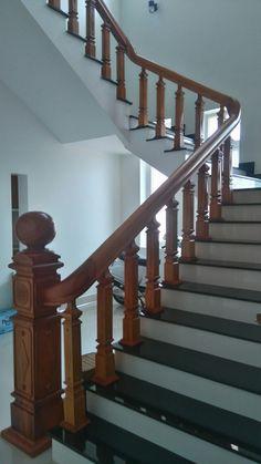 Thiên Hương Kon Tum Home Door Design, Home Stairs Design, Door Gate Design, Door Design Interior, Wooden Door Design, Wooden Staircase Railing, Interior Stair Railing, Balcony Railing Design, Stair Decor