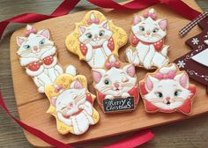 #icing #icingcookies #cookies #cookieart #decoratedcookies #christmas #santa #customcookies #cookieclass #royalicing #royalicingart #icingcookies #christmascookies #thearistocats #marie #disney