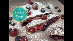 Saftige Beeren-Calzone mit Quark (Topfen) - Rezept Calzone, Meat, Desserts, Food, Berries, Tailgate Desserts, Deserts, Essen, Postres