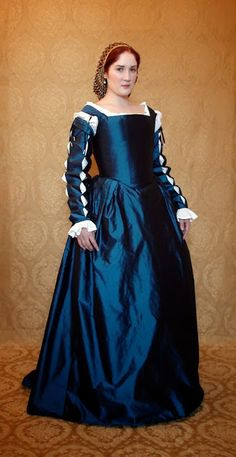 Pour La Victoire: UFO Italian Renaissance Gown (This might be the one, guys)