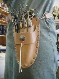 シザーケース オーダーメイド Hair Stylist Tips, Hair Stylist Shirts, Leather Tool Belt, Leather Tooling, Hairstylist Apron, Hairstylist Business Cards, Pink Poodle, Shirt Hair, Leather Craft
