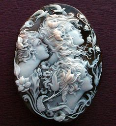 This is an amazing vintage carved Cameo Brooch! Cameo Jewelry, Jewelry Art, Antique Jewelry, Vintage Jewelry, Jewelry Accessories, Fine Jewelry, Jewelry Design, Cameo Necklace, Bijoux Art Nouveau