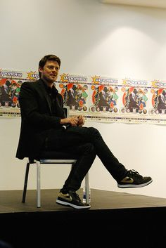 Karl Urban is going to be on TV in a Fox show called Almost Human. I love this guy and am so glad to be able to see his acting on a regular basis. YEAH KARL! It's about time.