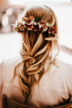 Feel happy when beautiful gals wearing our flowers and thankful for  working with so super talented people! Bridal hairstyle @Jovanna Bonjovidou  Photo: Artographer Photojournalism https://artographer.gr/