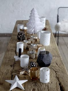 Nordic Christmas decorations, simple but stylish. Scandinavian Christmas Decorations, Scandi Christmas, Christmas Mood, Noel Christmas, Xmas Decorations, All Things Christmas, Simple Christmas, Black Christmas, Natal Natural
