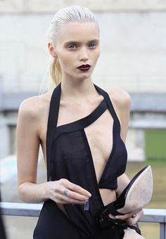 abbey lee kershaw in a Anthony Vaccarello cut out dress (image: fashionising) Abbey Lee Kershaw, Fashion Details, Love Fashion, Fashion Models, High Fashion, Fashion Usa, Fashion 2014, Fashion Black, Fashion Clothes