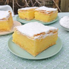 Krémes ~ Hongaarse gebakjes met gele room en bladerdeeg ~ www.hetkeukentjevansyts.nl No Bake Desserts, Cheesecake, Baking, Recipes, Cheesecakes, Bakken, Recipies, Ripped Recipes, Backen