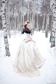Winter vintage bride...so fairytale/romantic