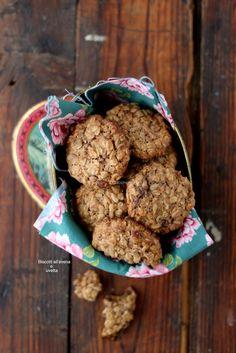 Biscotti all'avena e uvetta. Biscotti all'avena e uvetta. https://chicchidimela.com/2016/11/21/biscotti-allavena-e-uvetta/