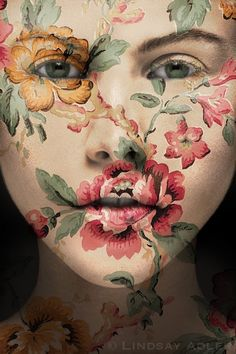 Floral makeup can be different. As in the truest sense - created using live flowers. As figuratively - with painted plants. All of these looks are very artistic. Yes, I again give