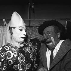 Les clowns du cirque Pinder lors d'une tournée avec la RTF