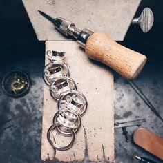 Fatte-kø! ☕️💎 #thekopring #teacupring #gold #guld #silver #sølv #diamond #diamant #smykker #jewelry #jewellery #guldsmed #jeweller #goldsmith #handcrafted #handmade #danishdesign #guldsmedlouisedegn