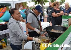 Los platos típicos tradicionales estaba presentes en todo momento durante la celebración de las Fiestas Patrias de Honduras en el Moll de la Marina en Barcelona.