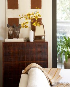 Elle Decor - designer Michael DePerno's renovated midcentury-modern home in Santa Rosa, California, vintage Danish rosewood drawers in living room - A California Home With Asian Inspired Decor - ELLE DECOR Decor, Room Remodeling, Living Room Designs, Living Room Remodel, Eclectic Living Room, Bedroom Wall Colors, Living Room Decor, Asian Inspired Decor, Room Decor