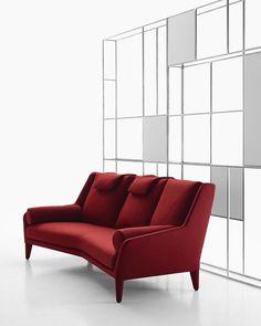 Edouard sofa by #AntonioCitterio. .  #arq #showroom #pepecabrera #pepecabrerastudio #denia #design #interiordesign #architecture #inspiration #arquitectura #decor #designer #homedecor #style #home #decoracion #vsco #interiorismo #vscocam #archilovers #igersvalencia
