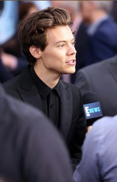 """theharrydaily: """"'Dunkirk' Premiere in New York, """" Dunkirk Premiere, Harry Styles Dunkirk, One Direction Singers, Harry Styles Pictures, Treat People With Kindness, Jawline, Harry Edward Styles, White Aesthetic, Celebrity Pictures"""