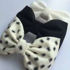 Cute little spider Halloween hair bow set from Seaside Sparrow Bows hair bows for girls hair bows for teens hair bows cute bows toddler bows Teen Hair Bows, Diy Hair Bows, Girls Bows, Kawaii Hairstyles, Girl Hairstyles, Halloween Hair Bows, Scrunchies, Vintage Hair Accessories, Toddler Bows