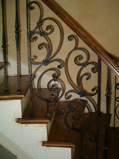 New indoor stair railing pictures and ideas exclusive on shopy home decor Wrought Iron Stair Railing, Stair Handrail, Staircase Railings, Curved Staircase, Bannister, Indoor Stair Railing, Stair Railing Design, Railing Ideas, Interior Railings