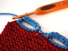 how to crochet a button hole.to put on something crocheted or knitted - it seems like it would be easy to then pick up the chains and knit a ribbed edging Tutorial for Crochet, Knitting. Crochet Buttons, Crochet Motifs, Knit Or Crochet, Crochet Crafts, Crochet Stitches, Crochet Hooks, Crochet Projects, Crochet Tutorials, Loom Knitting